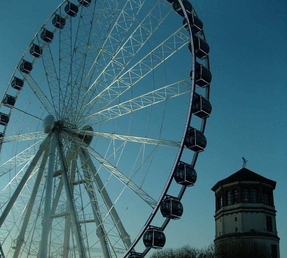 Big wheel, ferris wheel and sky